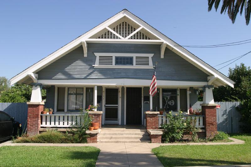 Bungalow style duplex west palm avenue orange for Half deck house designs