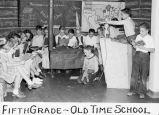 Fifth grade - old time school / Lee Passmore