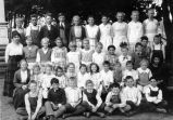 Class photograph at Murray School (1919-1920)